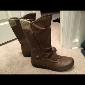 Naturalized Brown mid calf boot.